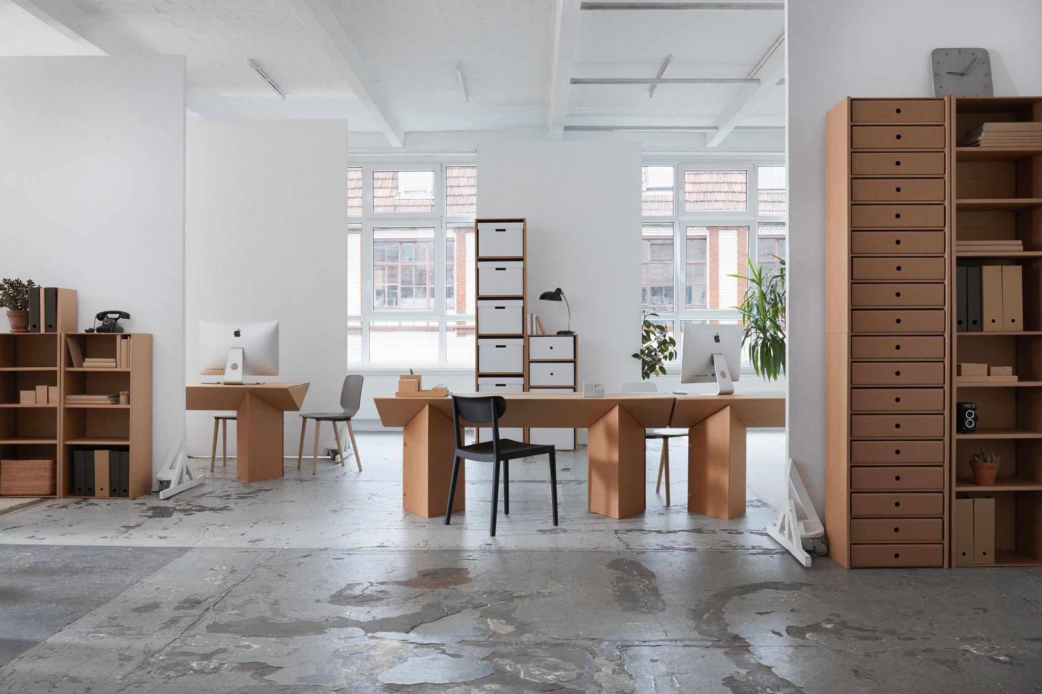 tisch tabula rasa der keiltisch aus pappe von stange design. Black Bedroom Furniture Sets. Home Design Ideas